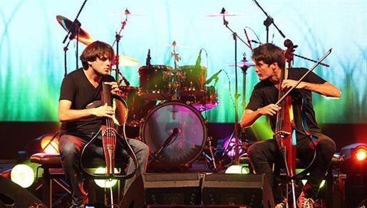 Prepuni Dom mladih uživao u koncertu 2Cellosa